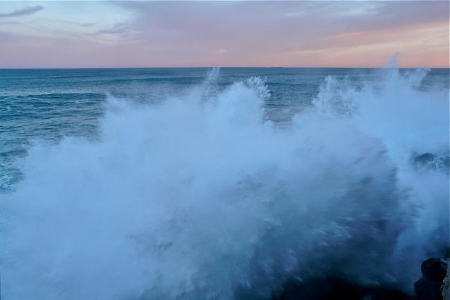 Wellen aus dem Atlantik in San Sebastian
