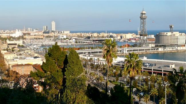 Blick über Barcelonas Häfen