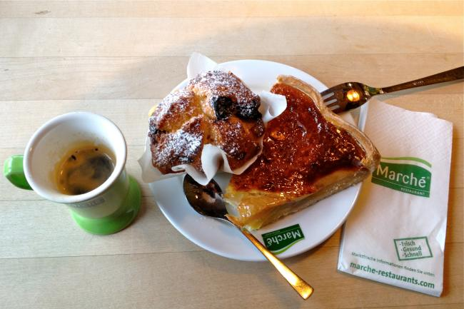 Snack im Marché Heidiland