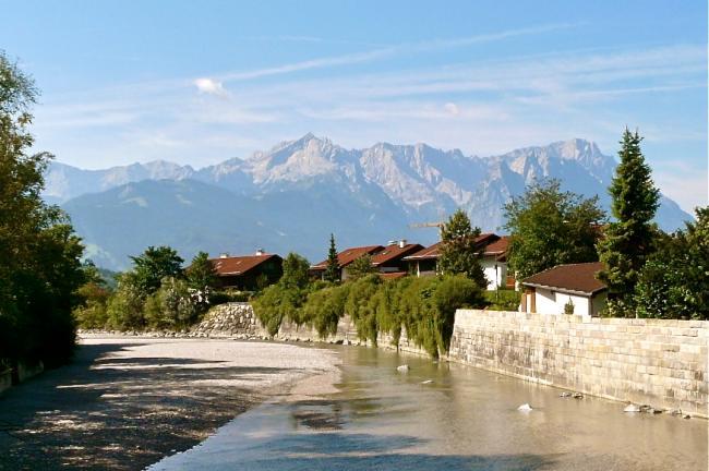 Zugspitze und Loisach