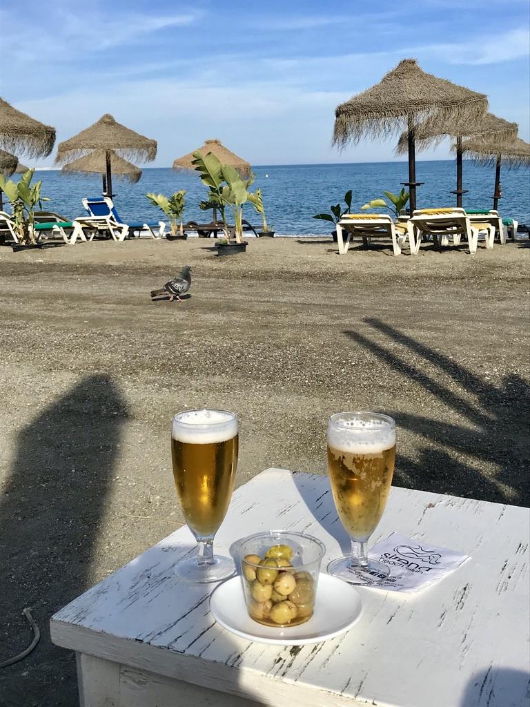 Bierchen am Strand in Malaga