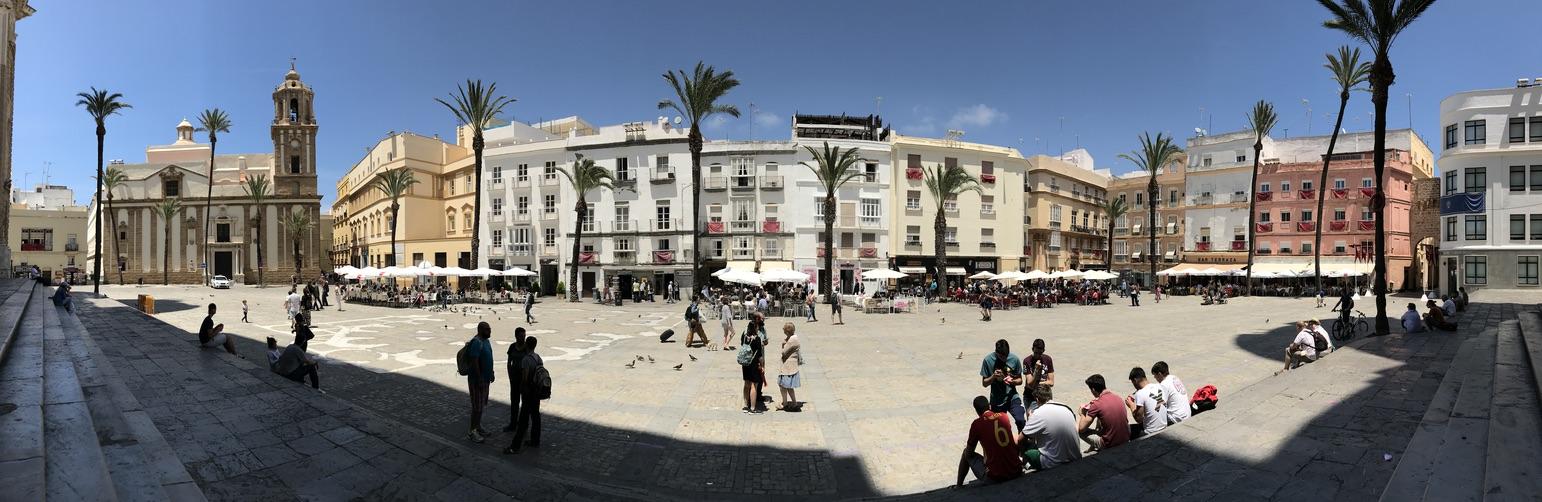 Platz vor der Kathedrale in Cadiz